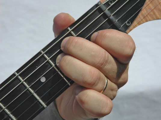 How To Play An E Major Chord In The Guitar
