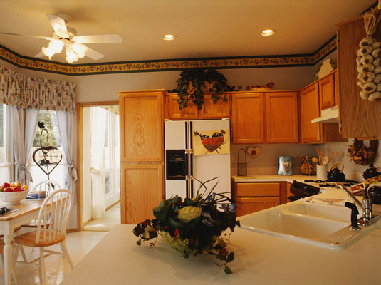 Country cottage decorating is a popular choice for kitchens.