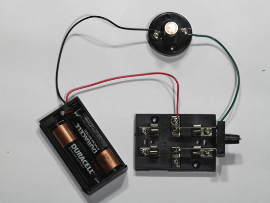Sensational Electronics Projects How To Build A Switched Lamp Circuit Dummies Wiring Digital Resources Ommitdefiancerspsorg