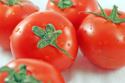 Water droplets on tomatoes help make them look fresh. [Credit: Focal length: 55mm, Shutter speed: 1