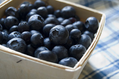 A blue pattern complements the colors of the blueberries. [Credit: Focal length: 46mm, Shutter spee