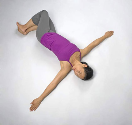 how to do reclining yoga twist postures  dummies