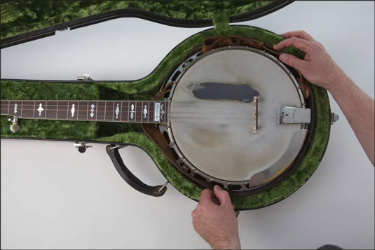 Getting the strap out of the way when it's time to put the banjo in its case. [Credit: Photog