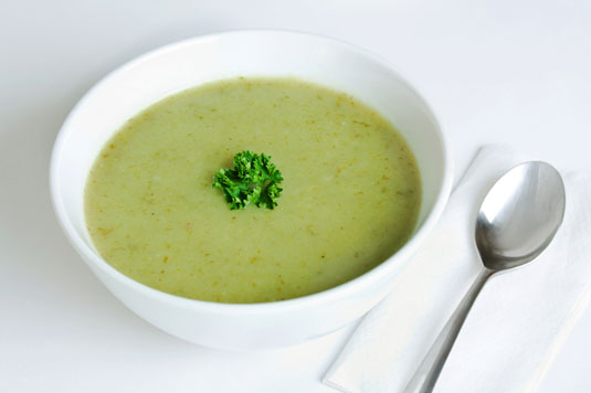 A bowl of potato and leek soup.