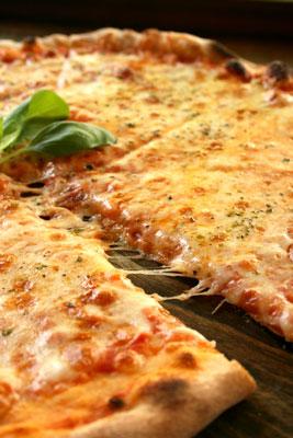 Pizza margherita, with tomato and mozzarella.
