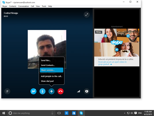 Sharing the screen in Skype.