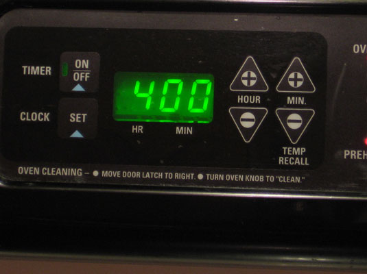 Oven control panel with a set temperature of 400 degrees Fahrenheit